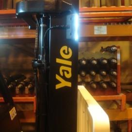 Yale voorziet heftruckmasten van LED-rijlichten