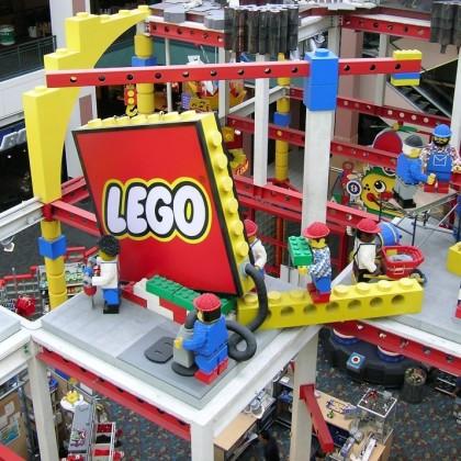 Kuehne + Nagel richt webshop en WMS in voor Lego