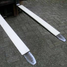Beschermstrook voor lading op heftruckvorken