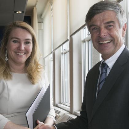 Minister helpt neutraal ICT-platform op weg