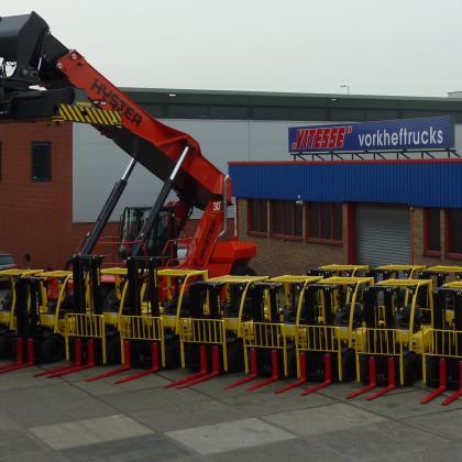 Vitesse schaft groot aantal Hyster trucks aan