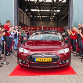 Tilburg draaischijf in Europese distributie Tesla