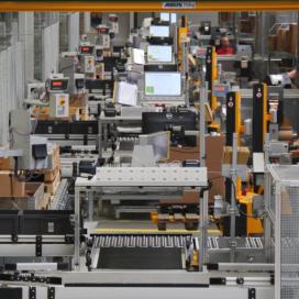 Warehouse als volautomatische intralogistieke machine