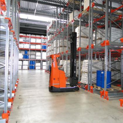 Nieuw magazijn voor aan- en afvoer Suiker Unie-fabriek