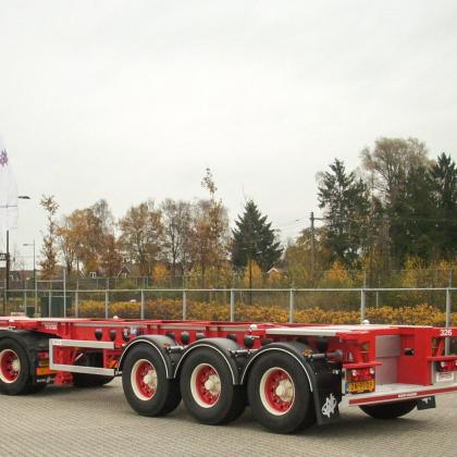 13 nieuwe containerchassis voor Nijhof-Wassink