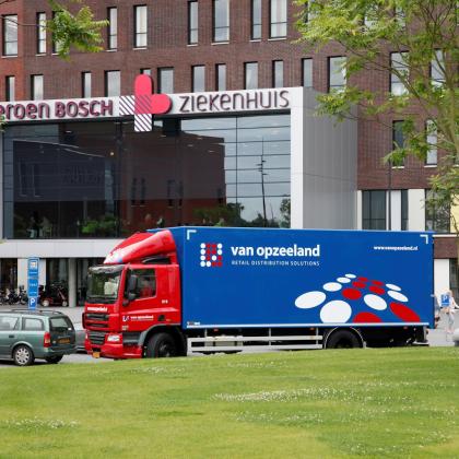 Van Opzeeland gaat verkooppunten Hallmark bevoorraden