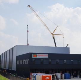 Zijderlaan plaatst twintig meter hoge magazijnkranen