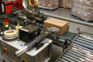 Labelapplicators plakken etiketten op ladingdragers