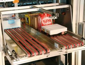 Automatische Case Picker van Vanderlande