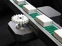 Conveyor met flexibele elementen
