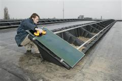 Furness zet zonnepanelen op dak dc