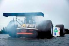 Formule 1 wagen omgebouwd tot binnenvaartschip