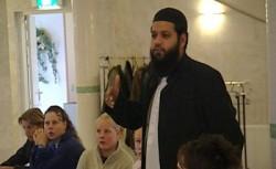 Omstreden imam wil heftruckchauffeur worden