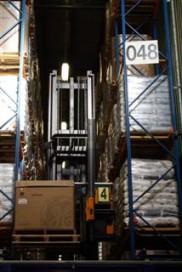 Combitrucks versnellen magazijnprocessen bij GE Plastics