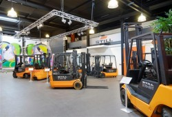 Still opent heftruck showroom