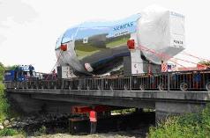 's Werelds grootste gasturbine op transport
