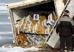 Opengebroken container zorgt voor tsunami van bananen