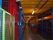 Jan Linders opent kleurrijk distributiecentrum