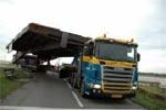 Beweegbaar deel tweede Friesebrug op transport