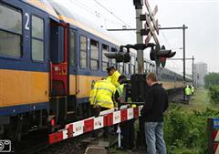 Intercity Den Haag-Venlo botst op heftruck
