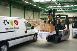 Bloembollenkweker ontvangt 100.000ste Nissan heftruck