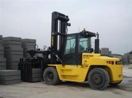 Betonproducent schaft zware dieselheftruck aan