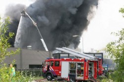 Brand verwoest magazijn meubelzaak