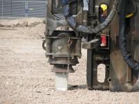 Van Riet slaat eerste paal voor nieuwbouw