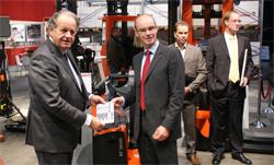 BMWT overhandigt PIEK-certificaat aan Toyota