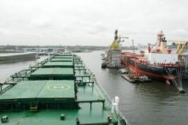Overslag Amsterdamse haven daalt flink, containeroverslag stijgt fors