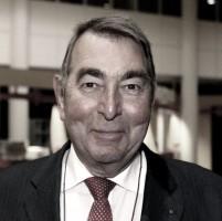 Bruggenbouwer' prof. Jo van Nunen overleden