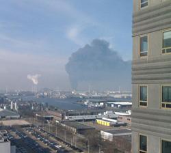 Grote brand bij chemisch bedrijf in Amsterdam