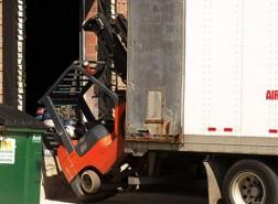 Inspectie SVZ: 'Jaarlijks 126 heftruckongevallen
