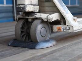 Topstop voorkomt 'op hol slaan' van handpallettrucks