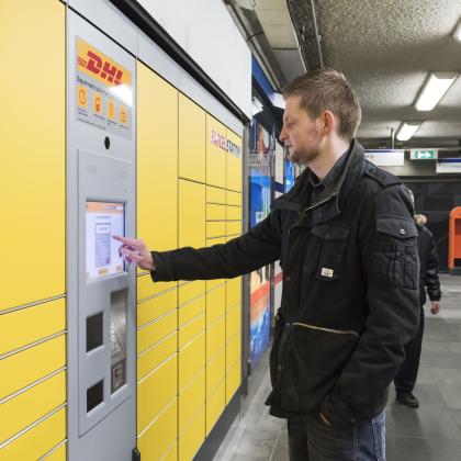DHL levert pakketten af op metrostations