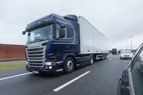 Truckbouwers testen platooning  grensoverschrijdend