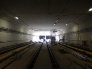 unnel Sixhaven met drie sporen. In het dak nog een opening om bouwmaterialen en materieel beneden of boven te krijgen. Foto: Metro en Tram