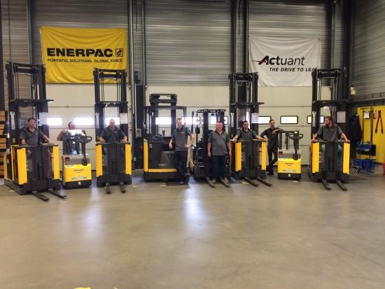 Enerpac schaft acht UniCarriers-magazijntrucks aan
