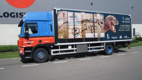Goede Jan de Rijk brengt T.Rex 'Trix' naar Naturalis - Logistiek OY-98