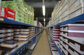 Entresolvloerconstructie voor schoenenopslag