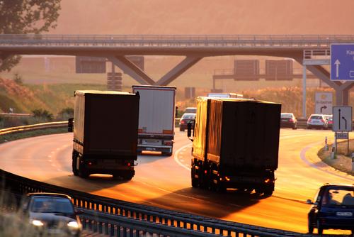 ILT verdenkt 11 transportbedrijven van schijnconstructies