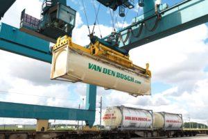 Van den Bosch neemt concurrent over
