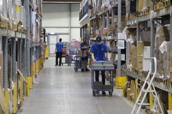 Het magazijn van Nic. Oud in Heerhugowaard fungeert voor Sinolink Express als Europees consolidatiecentrum. De e-fulfilment specialist verzorgt de opslag, consolidatie van producten, verzendklaar maken van goederen, juiste verpakking, labeling en export documentatie voor online orders naar China.