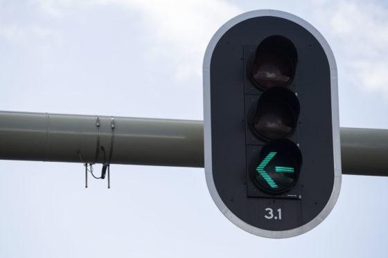 Eerste slimme verkeerslichten bij Schiphol actief