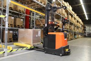 Automatische oplossingen van heftruckleveranciers op een rij
