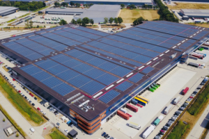 Meer dan 24.000 zonnepanelen op dak dc Distriport Tilburg