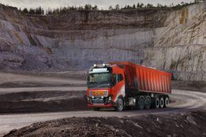 Eerste zelfrijdende transportoplossing Volvo Trucks in kalksteenmijn