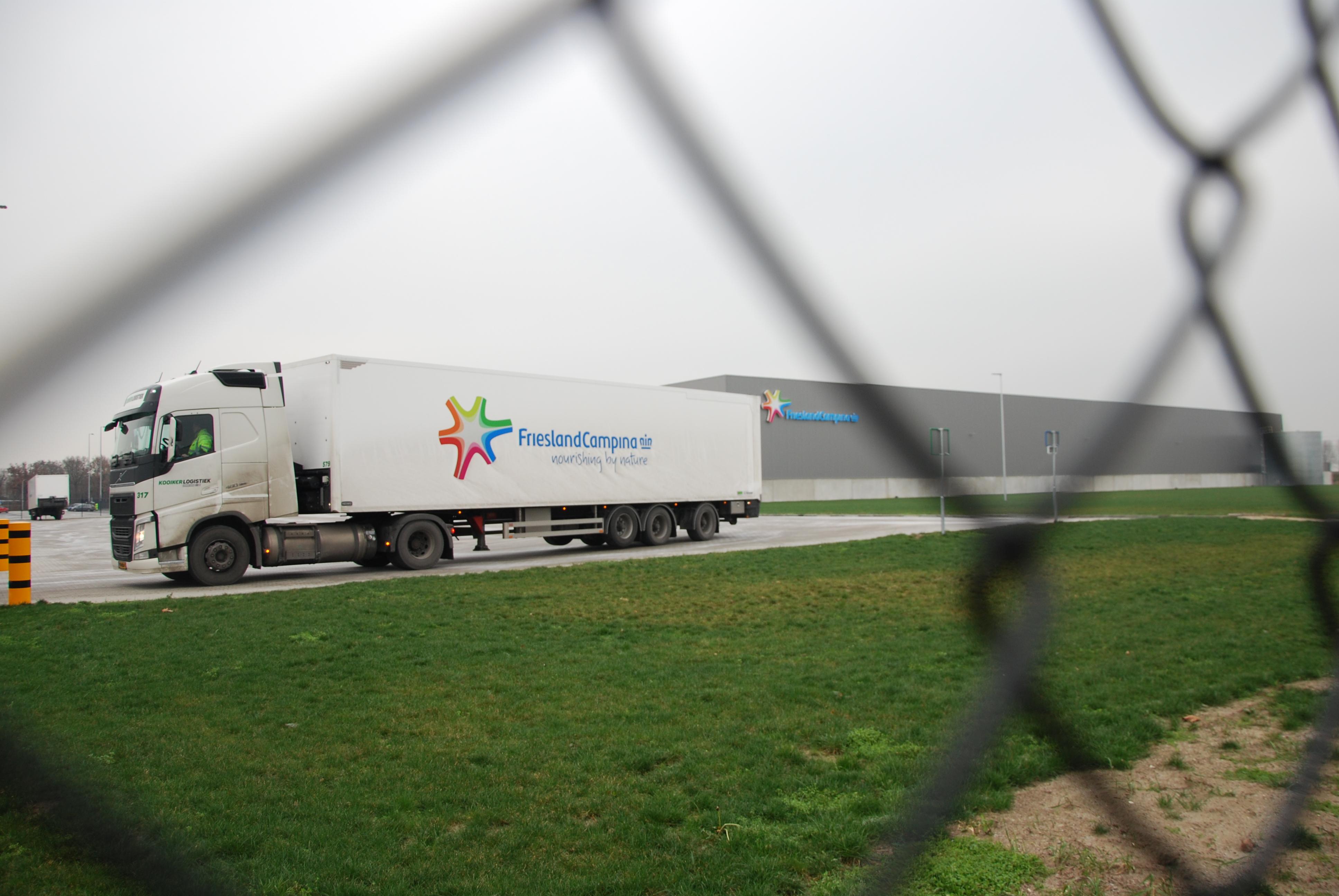 1633926b7e6 FrieslandCampina opent export dc in Meppel - Logistiek