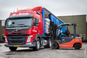 Veertien Volvo LNG-trucks voor St van den Brink