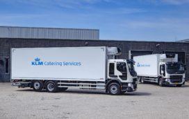 Vijf Volvo bakwagens voor KLM Catering Services